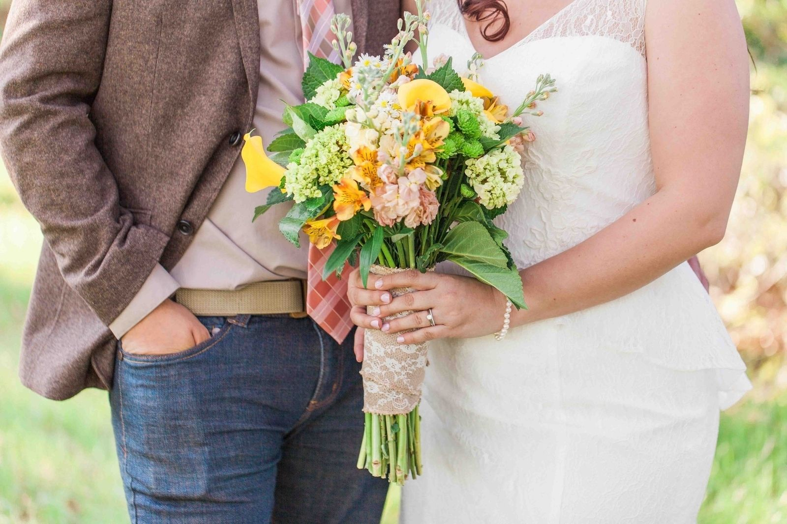Love this bouquet from this very rustic Florida wedding :) http://onthegobride.com/2015/06/rustic-groveland-florida-wedding    http://www.landonhendrick.com/