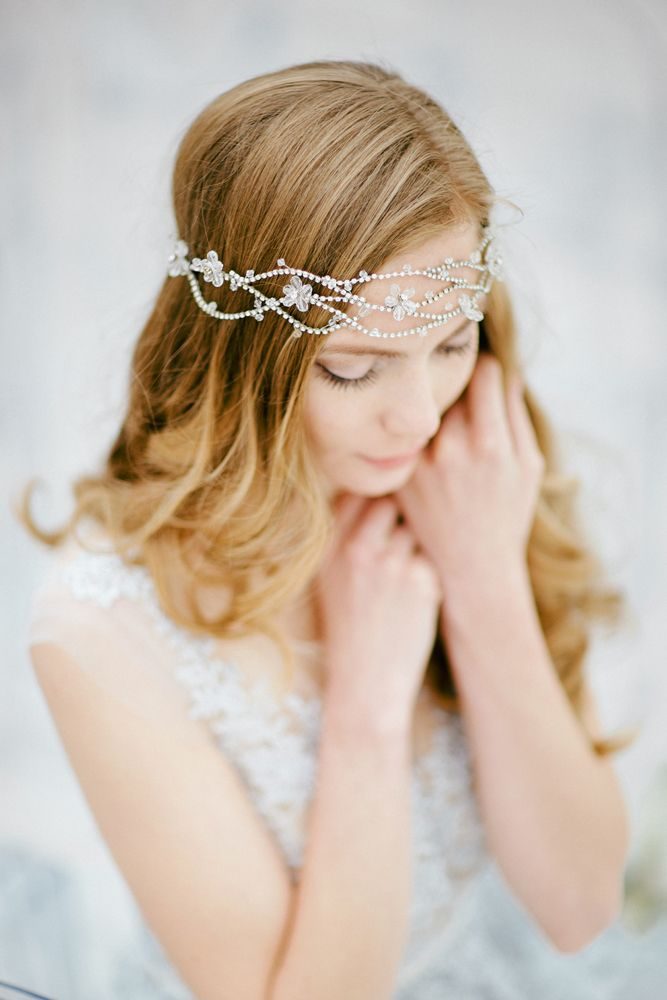 Wedding photo, wedding photography ideas, bridal, wedding dress, wedding gown, bridal style, wedding day, wedding session, fine art, inspiration, bride, destination photographer, wedding hair style, wedding accessories, headband