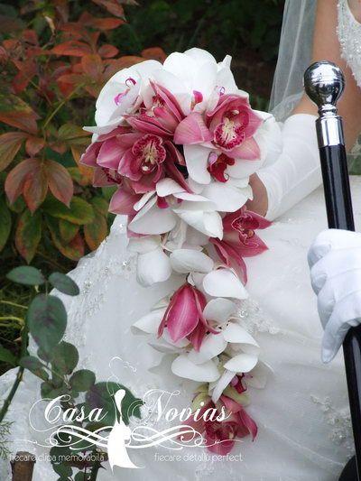 Fotografii cu buchete de mireasa. Poze cu buchete de mireasa din hortensie, orhidee grena, trandafiri, frezie, ranunculus, bujori, vanda, cale, santini, hypericum