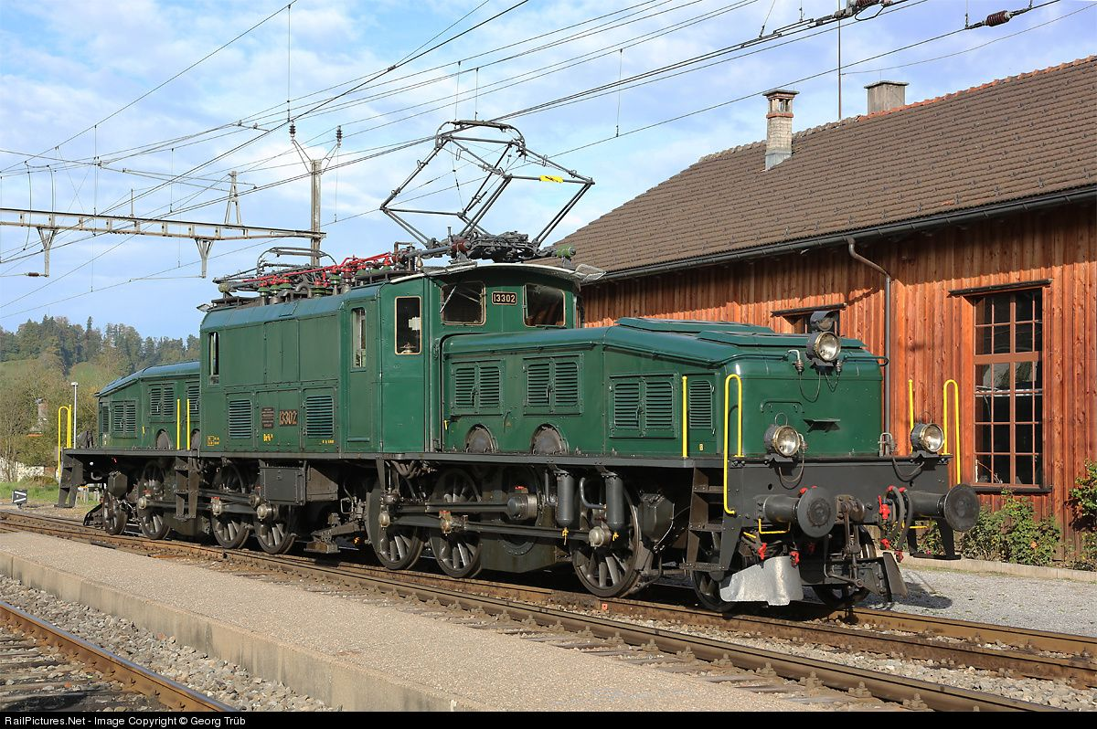 """Portrait of the """"crocodile"""" Be 6/8 III 13302 of SBB Historic, operated by """"Betriebsgruppe 13302"""" in Rapperswil, in front of the shed in Bauma. The locomotive was guest at the traditional vehicle meeting in Bauma, organised by association DVZO."""