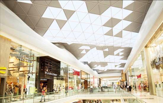 Westfield London 天井装飾 ショッピングセンター 室内