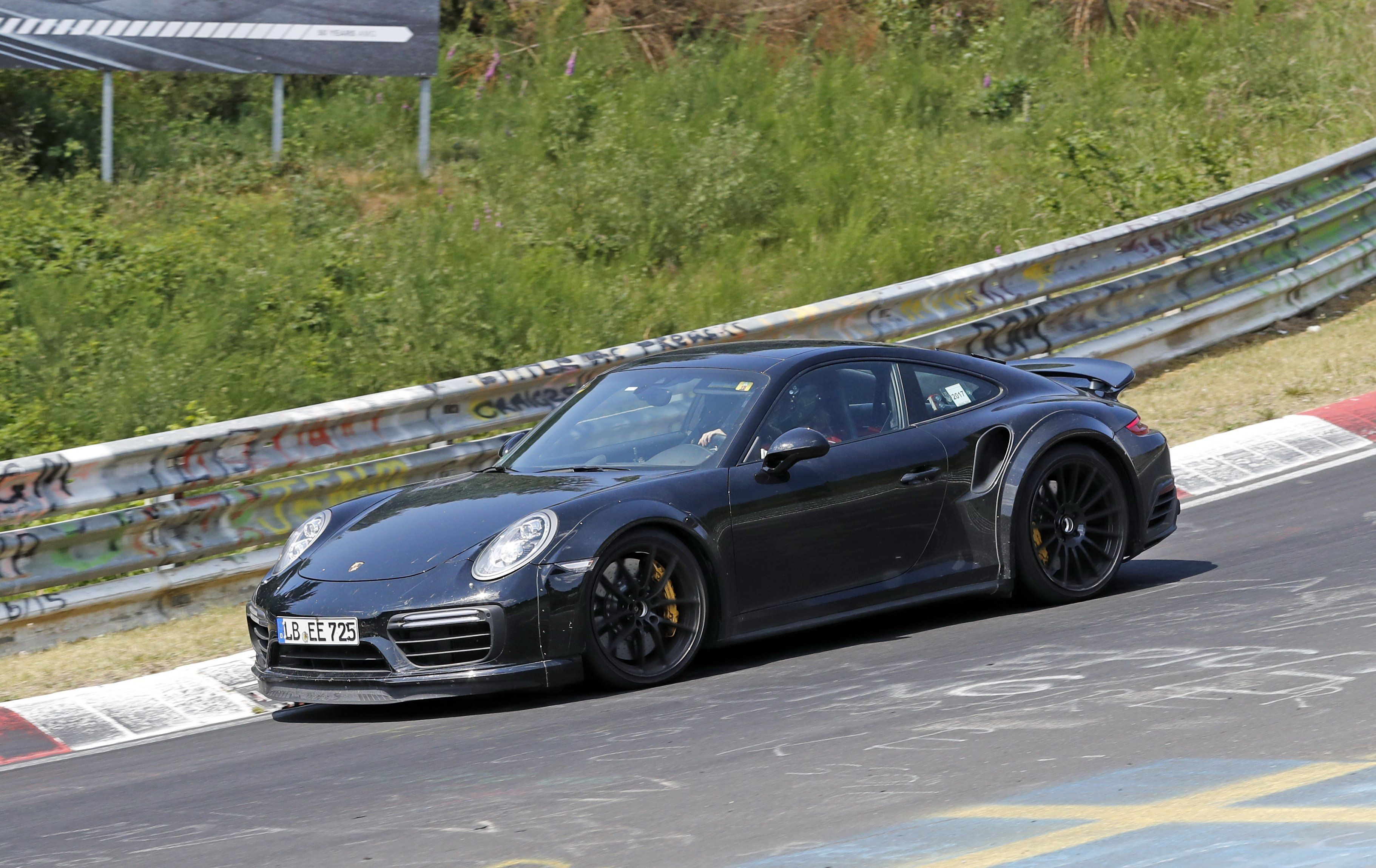 2020 Porsche 960 Photos