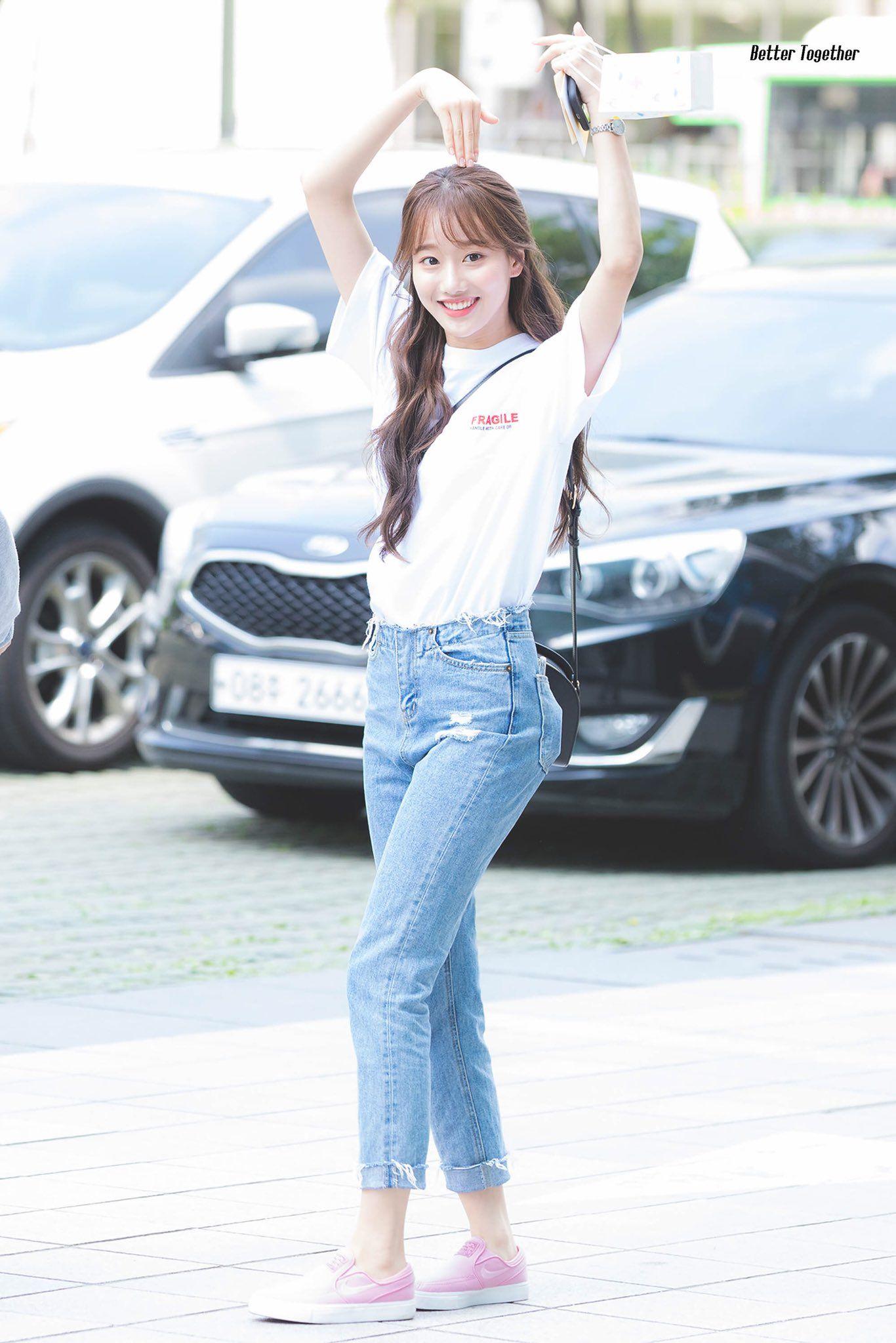 Imagini pentru Naeun april in jeans