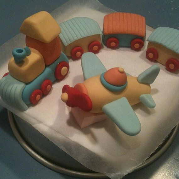 Airplane and train cake toppers cakecravings pinterest for Airplane cake decoration
