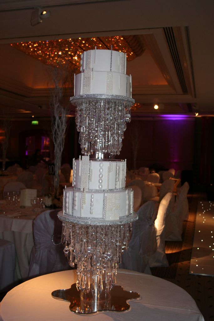 Chandelier wedding cake wedding cake cake and chandelier cake mozeypictures Image collections