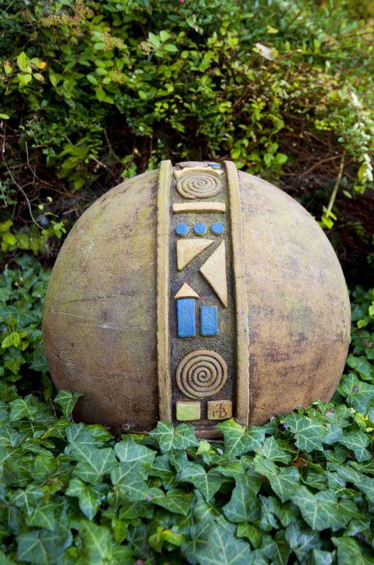 Keramik Berger Stadtausstellung At Keramik Gartenkugeln Keramik Ideen