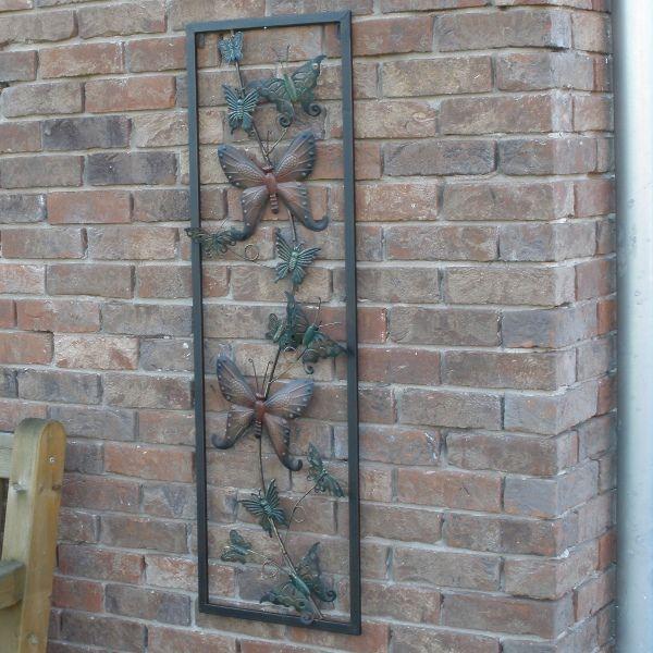 Mooi Metalen Paneel Met Vlinders Voor Aan Een Muur Of Schutting De Vlinders Verschillen Van Uiterlijk En Formaat Muurdecoratie Tuinbeelden Muur