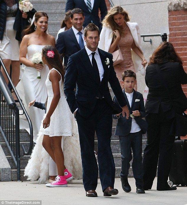 Gisele Bundchen And Tom Brady Put On United Front For Sister S Wedding Tom Brady And Gisele Tom And Gisele Celebrity Couples