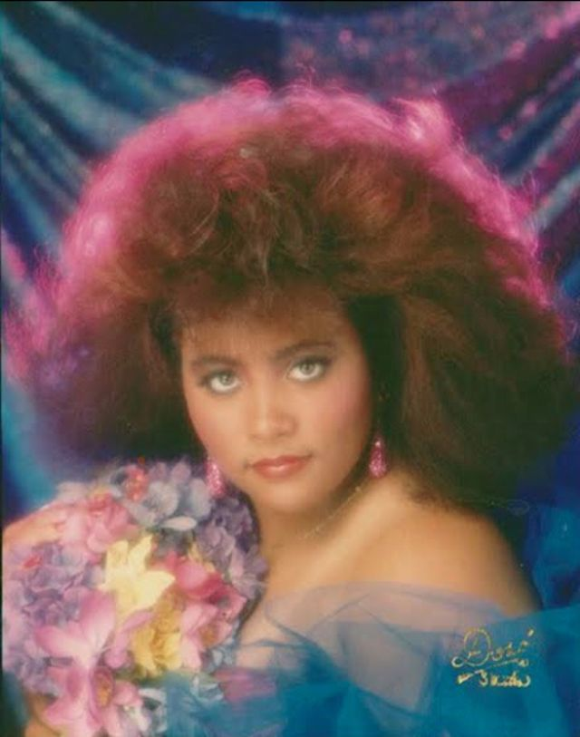 Who Can Forget Glamour Shots That Huge Albeit Scary Trend Of The 90s Feathers Soft Lighting Huge Hair Overdone M Glamour Shots Glamour Studio Portraits