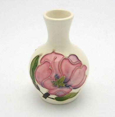 Vintage Small Ivory White Moorcroft England Magnolia Vase