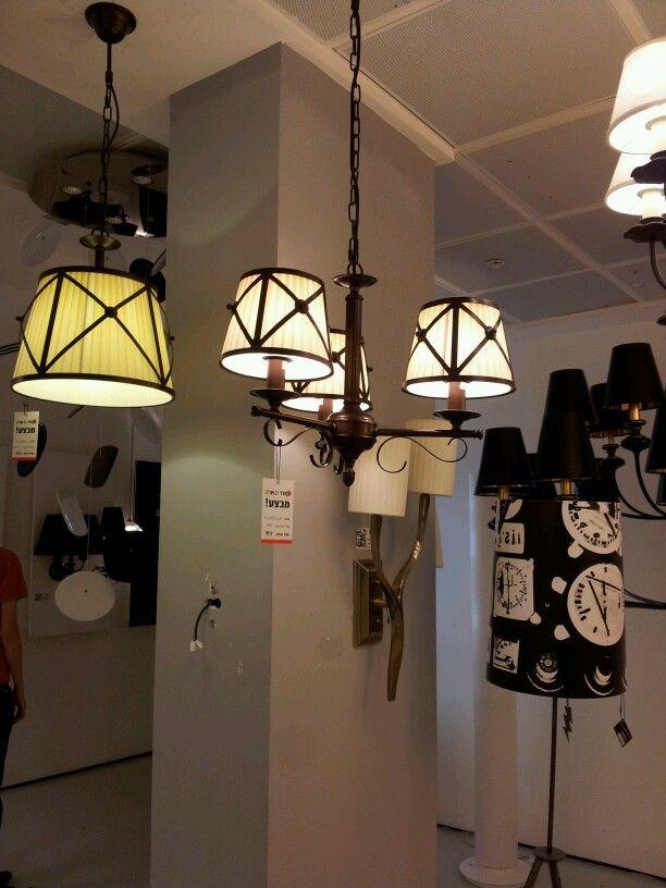 """עוד מנורות מאותו סגנון. הפעם מהתקרה. קמחי, הלח""""י, בני ברק."""