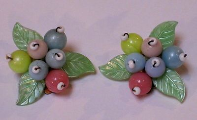 VINTAGE CLIP ON PASTEL BEAD EARRINGS 1960s