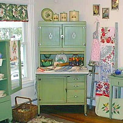 Green 1930 S Hoosier Cabinet At T Party Antiques And Tea Room Imagenes De Muebles Muebles Decoracion Hogar