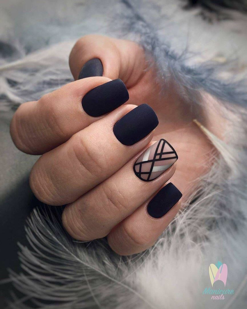 vernis noir mat motifs trait rayure minimaliste ongle