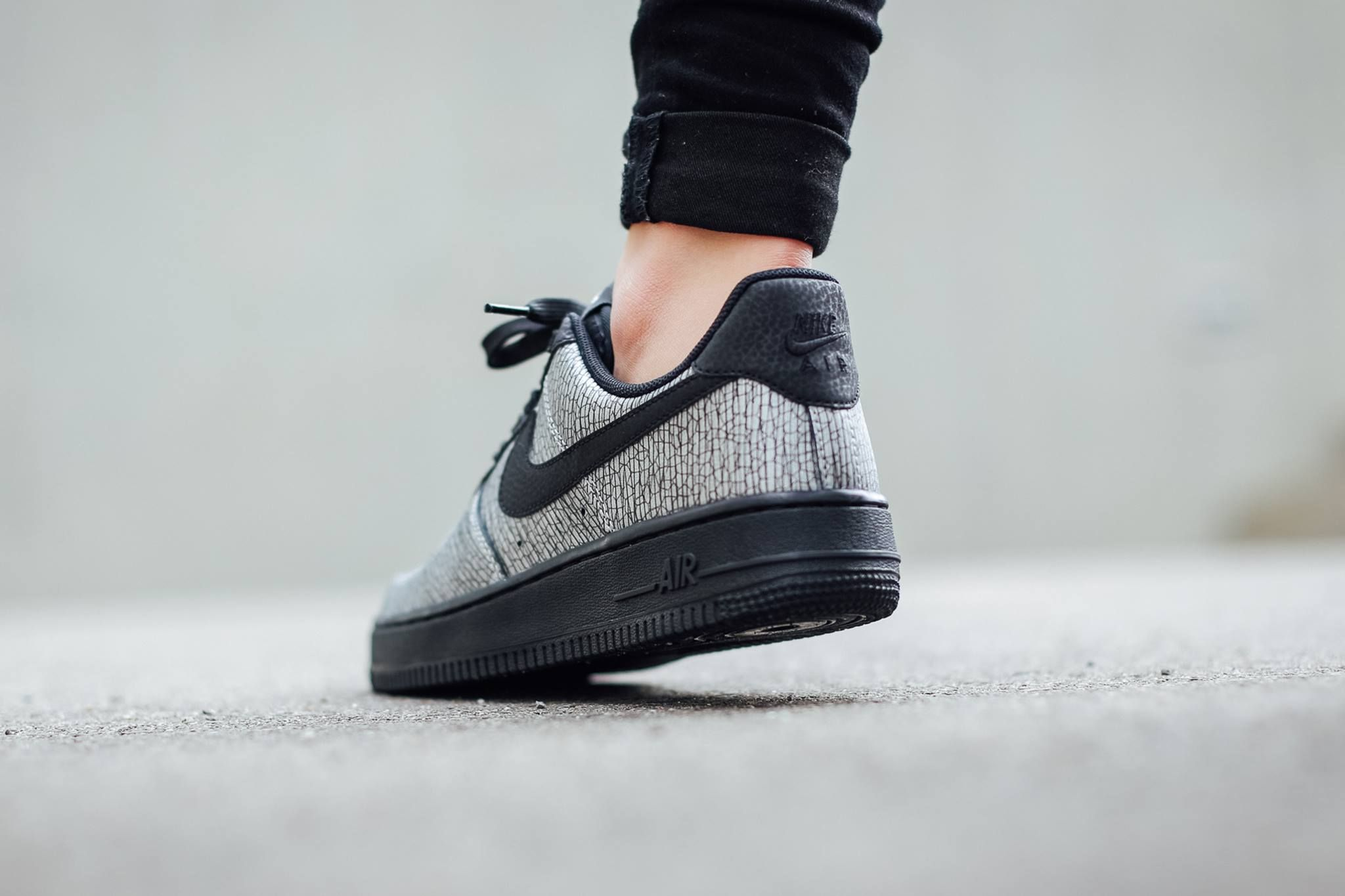 Nike Air Force 1 WMNS - Metallic Silver / Black