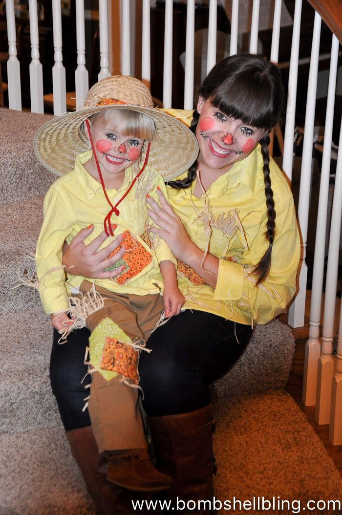 Quick and Easy Scarecrow Costumes - Love this mommy-daughter costume - mother daughter halloween costume ideas