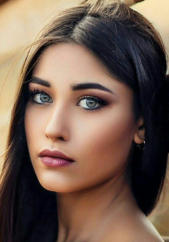 with beautiful eyes Woman