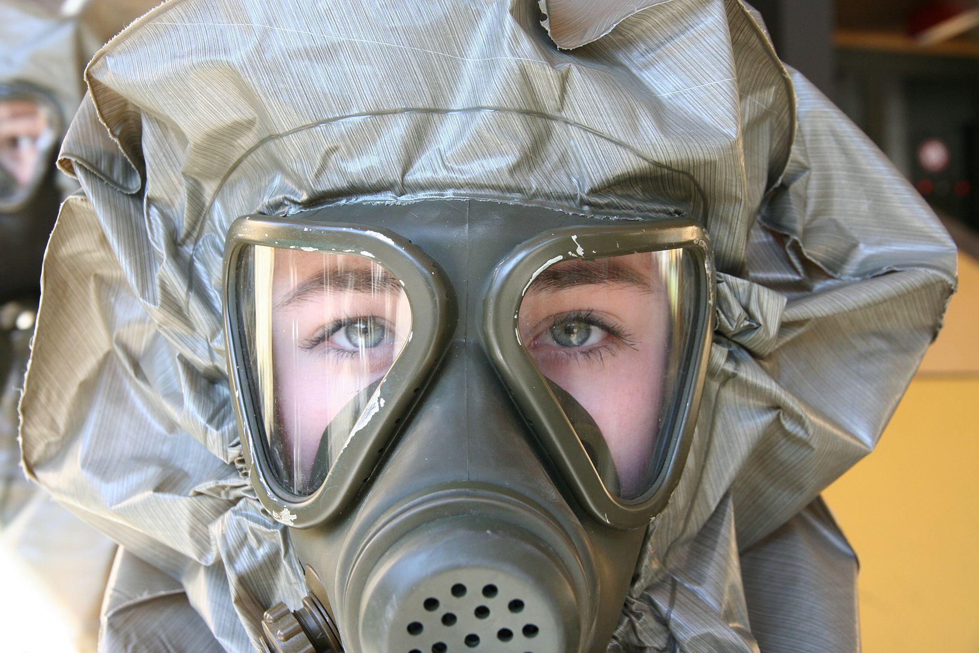 Maske Und Kapuze Perfekt Angelegt Gasmaske Schutzanzug Bundesheer