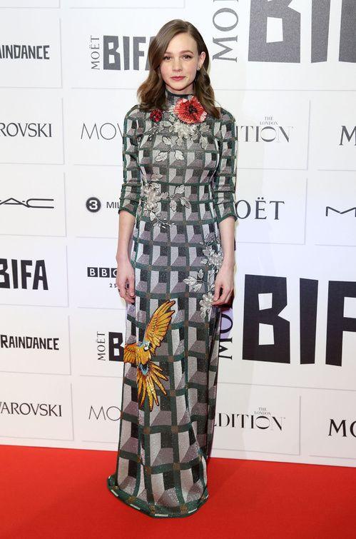 Carey Mulligan en robe Gucci printemps-été 2015 à la cérémonie des British Independent Film Awards http://www.vogue.fr/mode/inspirations/diaporama/les-meilleurs-looks-de-la-semaine-dcembre-2015/24195#carey-mulligan-en-robe-gucci-printemps-t-2015-la-crmonie-des-british-independent-film-awards