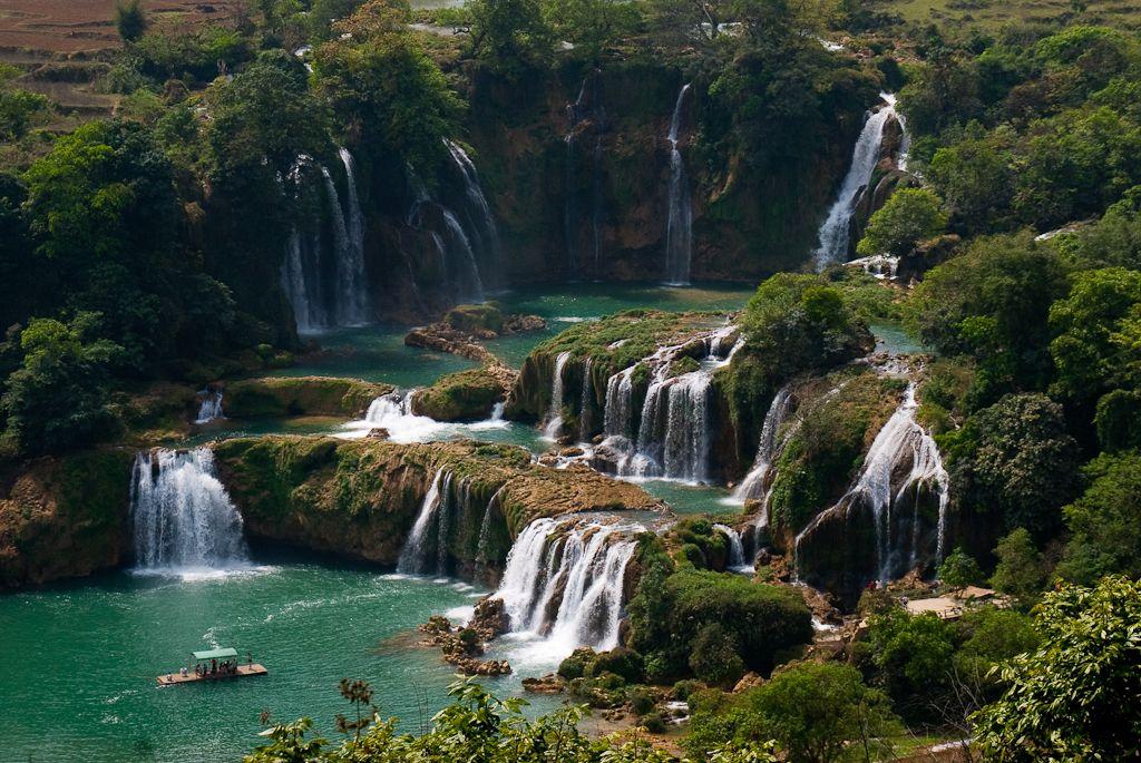 Pravdepodobne radi aspoň niektoré pridáte do svojho cestovateľského zoznamu. V Ázii nájdete mnoho krajín a kultúr, čím tento svetadiel nijak nezaostáva kultúrnym dedičstvom za inými. Je však plný aj nádherných prírodných miest. Je jedno či hľadáte turistické trasy medzi kužeľovitými vrchmi, vápencové scenérie alebo viac denné trekovanie k himalájskym jazerám, v tomto článku si isto …