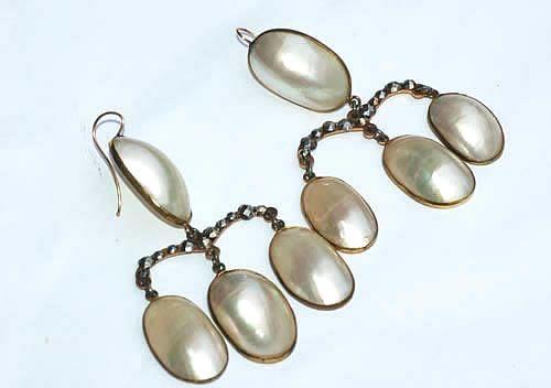Coque-de-perle Girandole Earrings