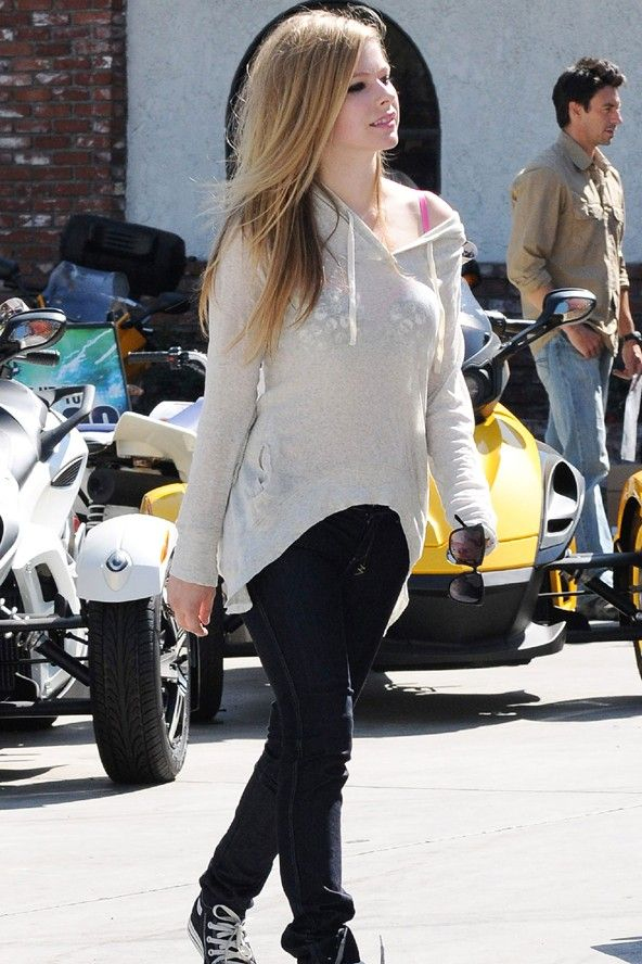 Avril Lavigne On The Street In La Celebrity Streetwear