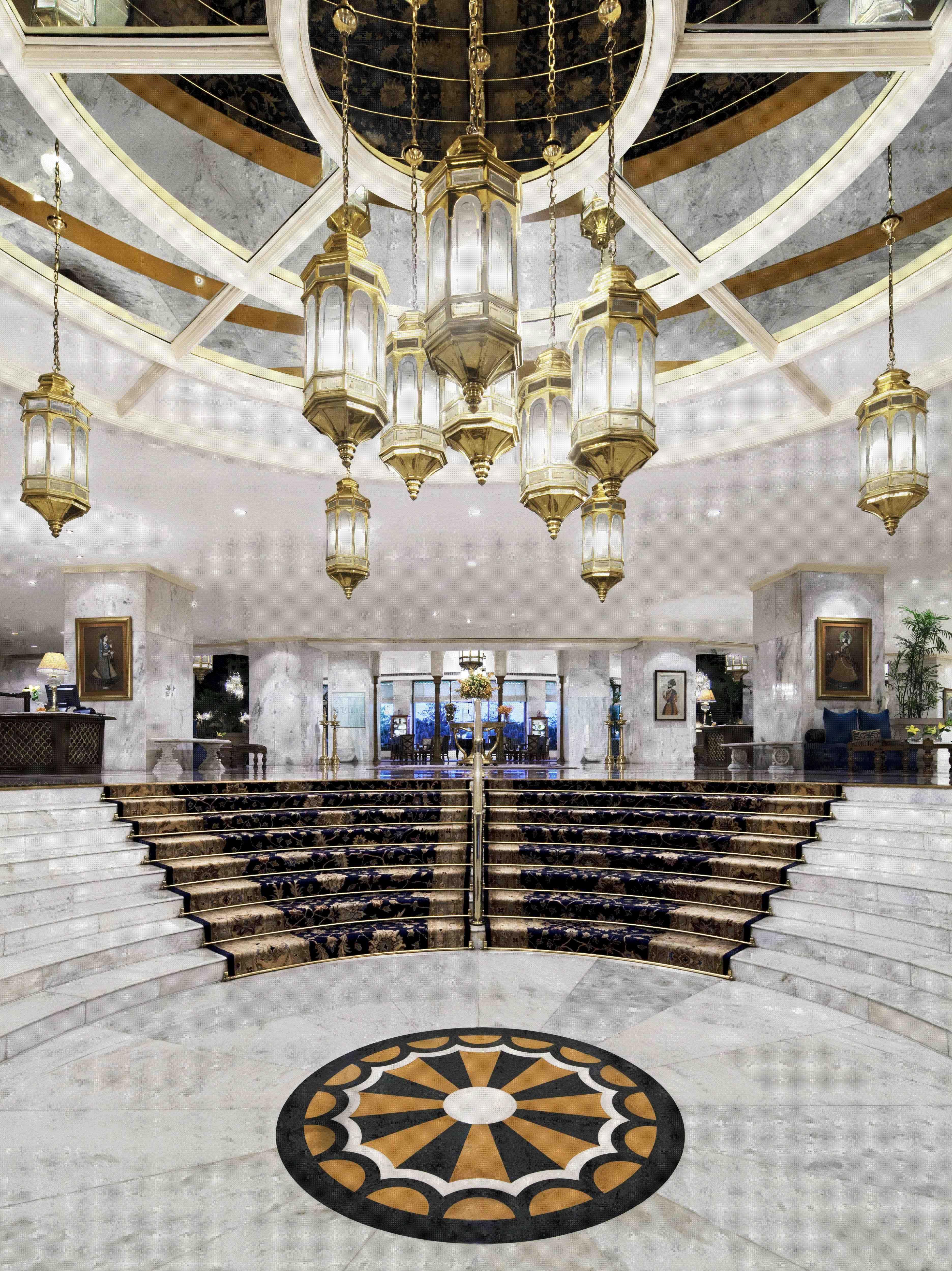 Feminine bathrooms that promise a refreshing dip decor advisor - Lobby Taj Palace New Delhi