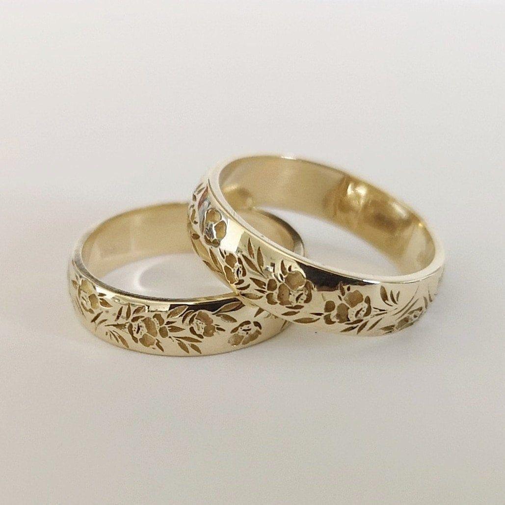 Flower Signet Ring 14k Gold Floral Wedding Band Flower Etsy In 2020 Unique Gold Wedding Rings Gold Wedding Rings Flower Wedding Band