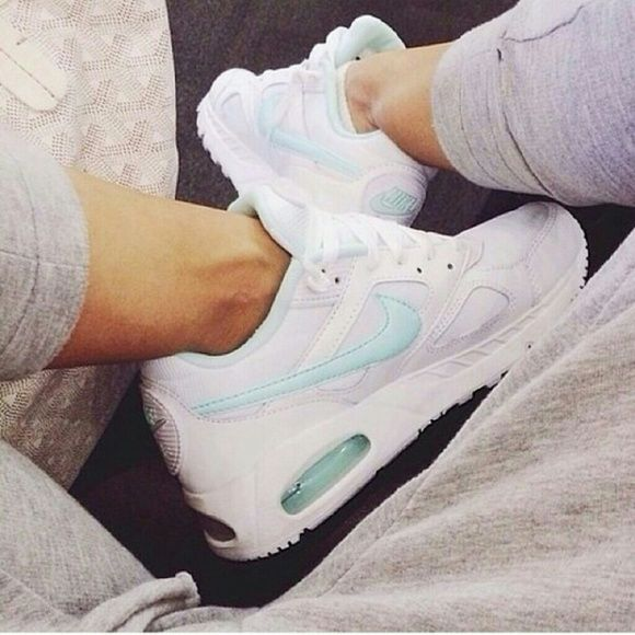 Nike Air Max IVO These shoes are so cute, white and mint