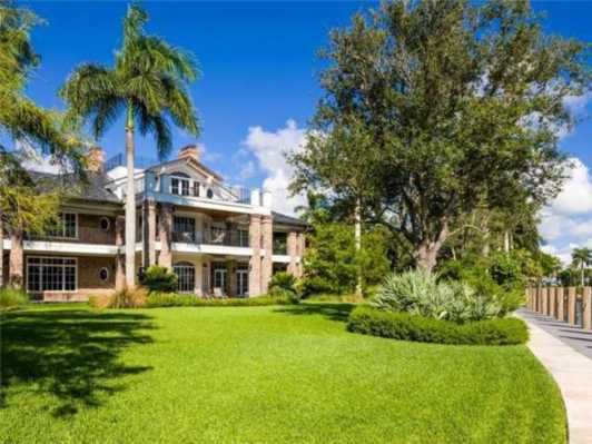 $32,000,000 #fortlauderdalerealestate #curbappeal  16,000 sq ft 9 beds 8 baths 2 acres 6 car garage and 500' of #waterfront