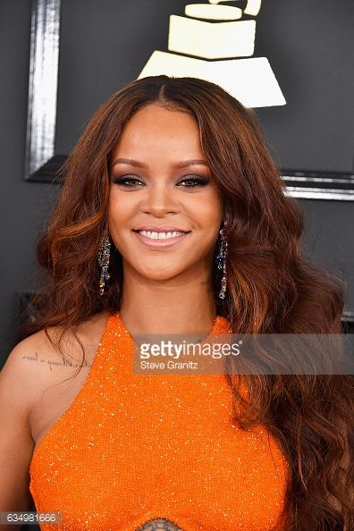 News Photo : Singer Rihanna attends The 59th GRAMMY Awards at...