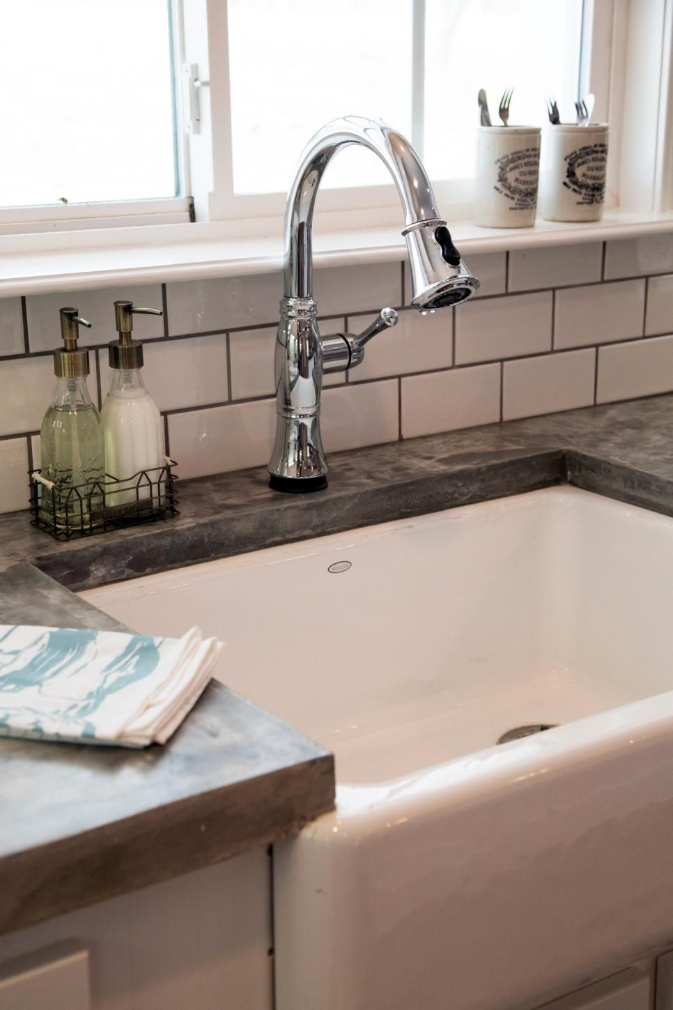 Chip And Joanna Take A Drab 60s Ranch House In The Suburbs And Turn It Into A Colorful And Comf Farmhouse Sink Kitchen Kitchen Remodel Countertops Fixer Upper