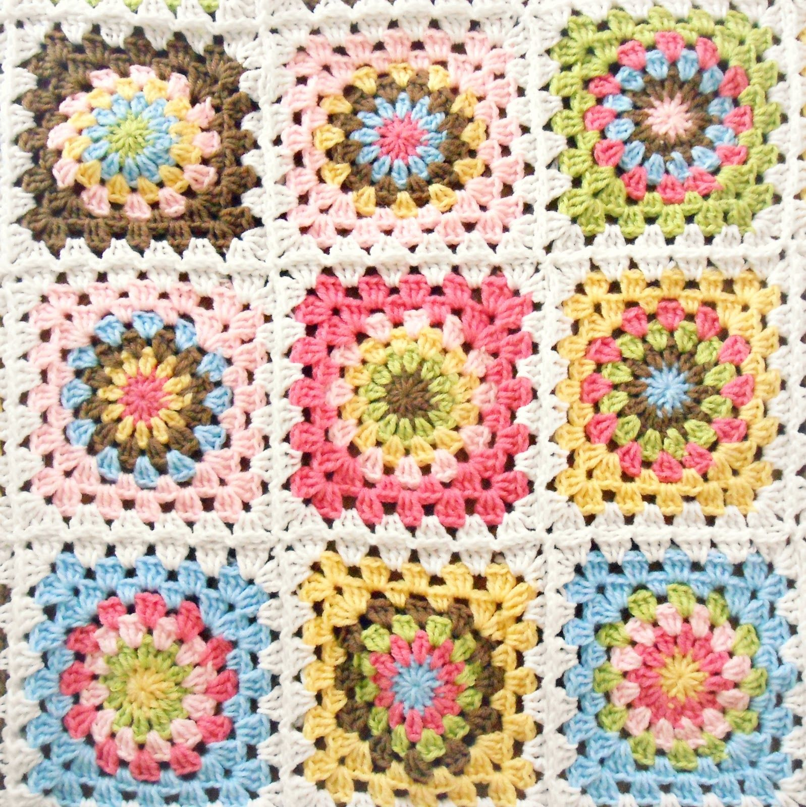 Alfombra Rayuela Spring Day Blanket Made By Hopscotch Lane Granny Square