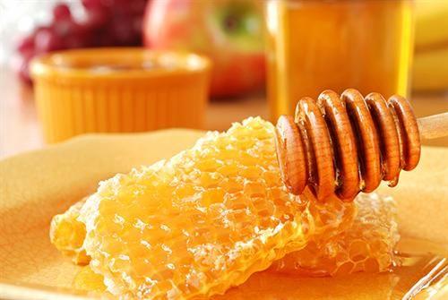 Sáp mật ong sử dụng để làm mặt lạ