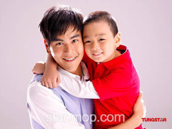 สามีและลูกชายเองค่ะ 555555