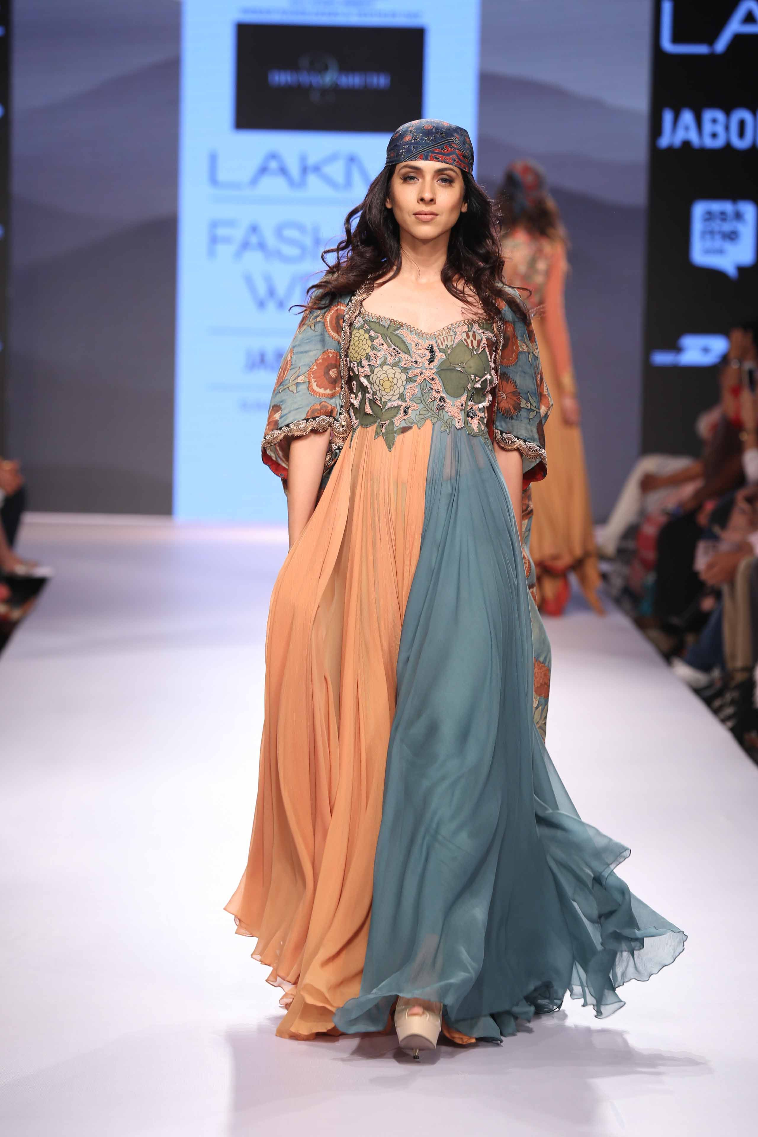 An amazing start start to Day 2 with Divya Sethi's fluid collection at Lakme Fashion Week Summer Resort 15! #JabongLFW