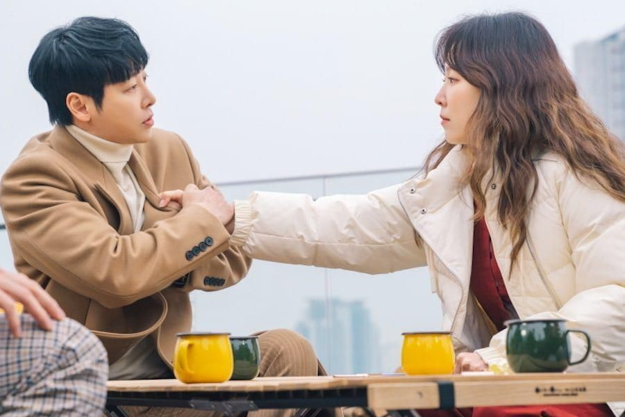 """Seo Hyun Jin Is On Her Guard Against Kim Dong Wook At Their First Meeting In """"You Are My Spring"""""""