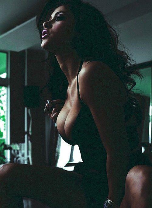 #Brunette #Curves #Model #hot #sexy #shooting #paris #beautiful #woman #girl