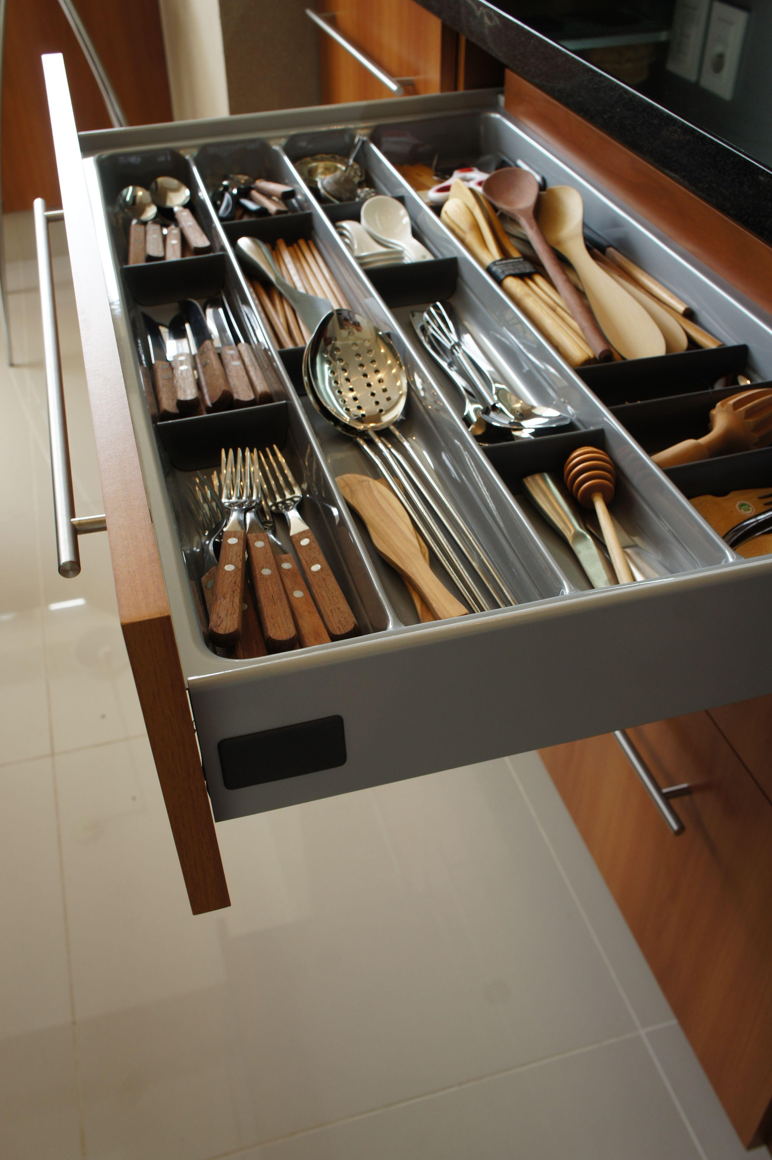grupo3. cocina nogal brianza. detalle de cajón con cubiertera con ...