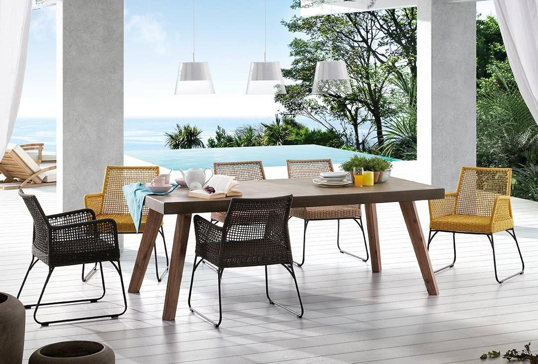 Tavolo fisso da esterno con gambe in legno e piano in ...
