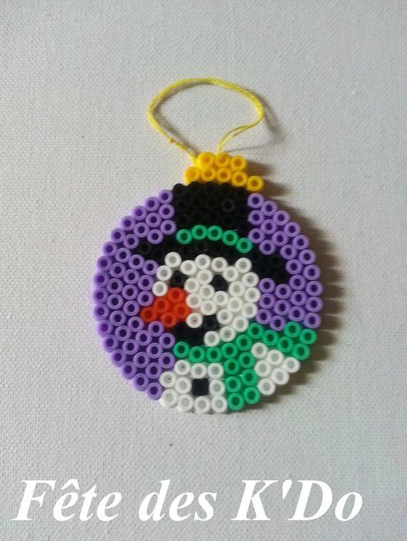 Boule de Noël violette avec bonhomme de neige en perles Hama ...