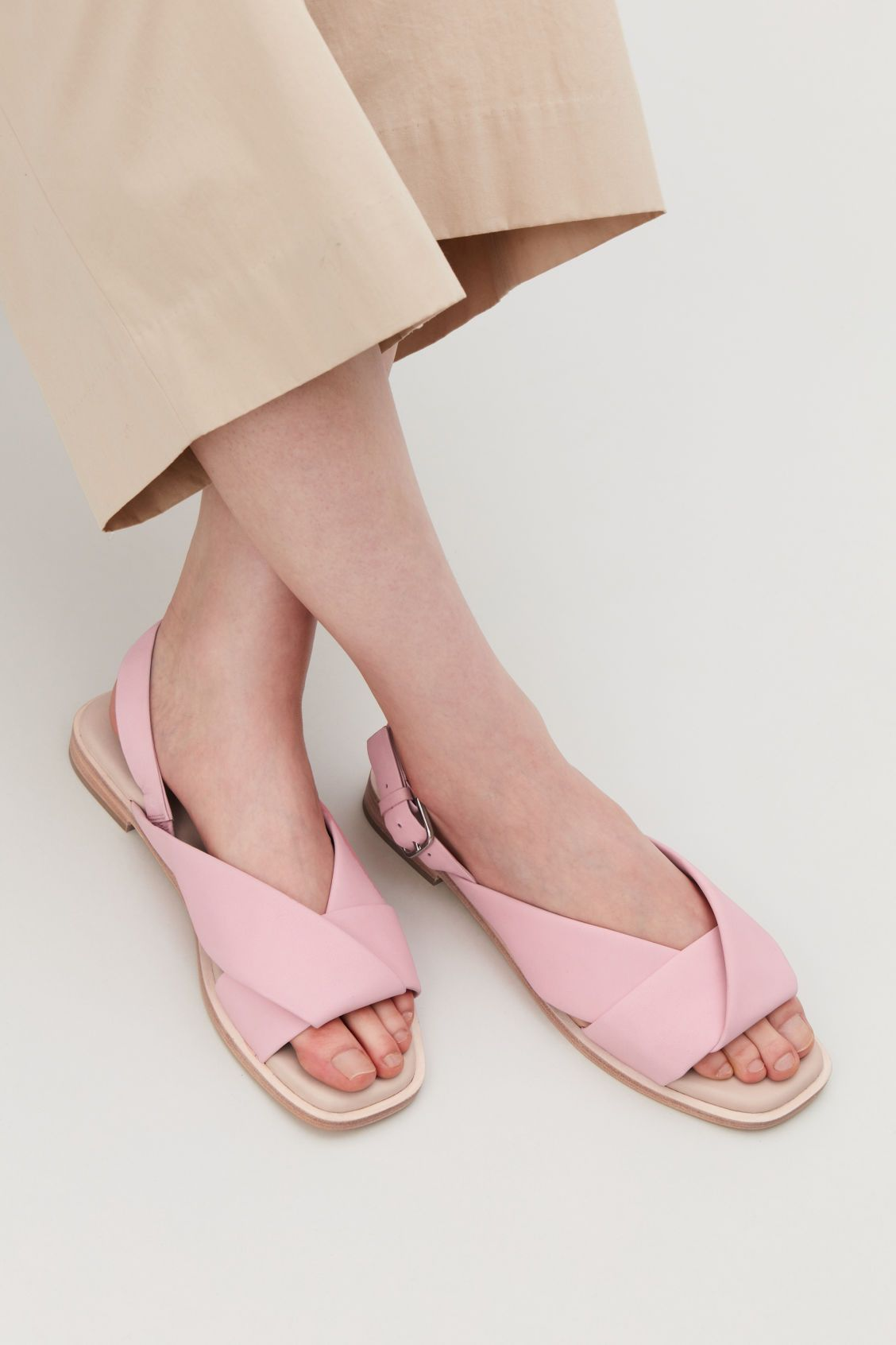 8d02566871dd3 Detailed image of Cos knotted leather sandals in pink