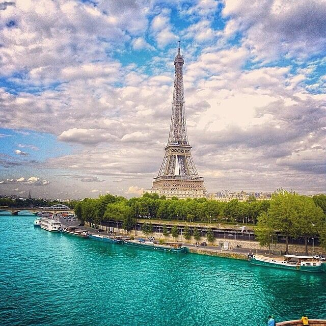 ▃▃▃▃▃▃▃▃▃▃▃▃▃▃▃▃▃▃▃▃ ✽ Location: Paris, France ✽ Credits: @Emma Makin
