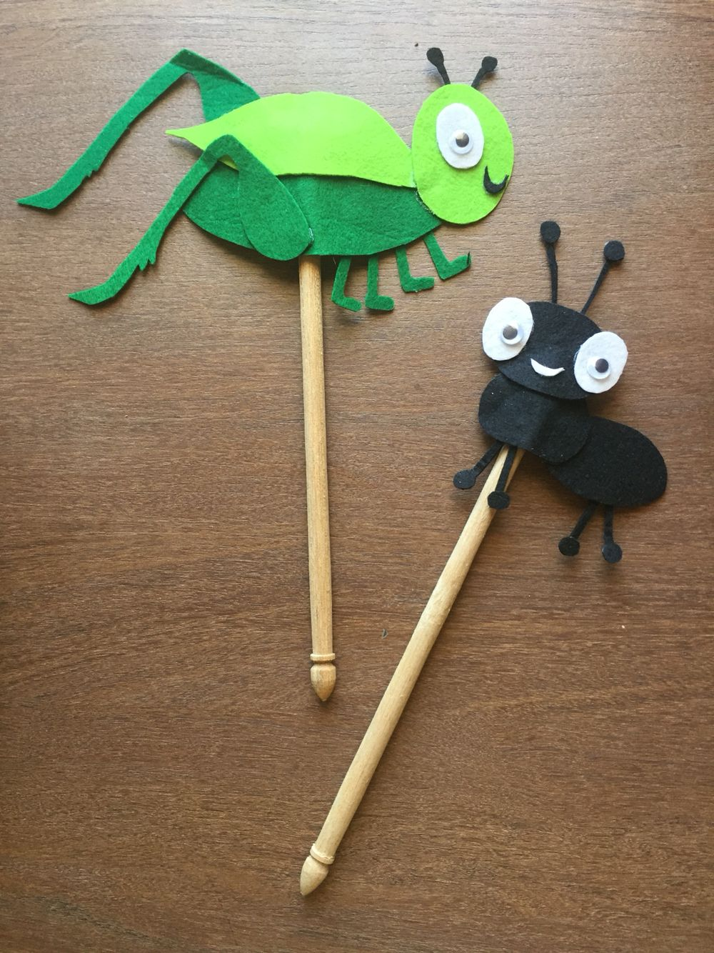 Puppets for story telling the ant and the grasshopper - Como criar grilos ...