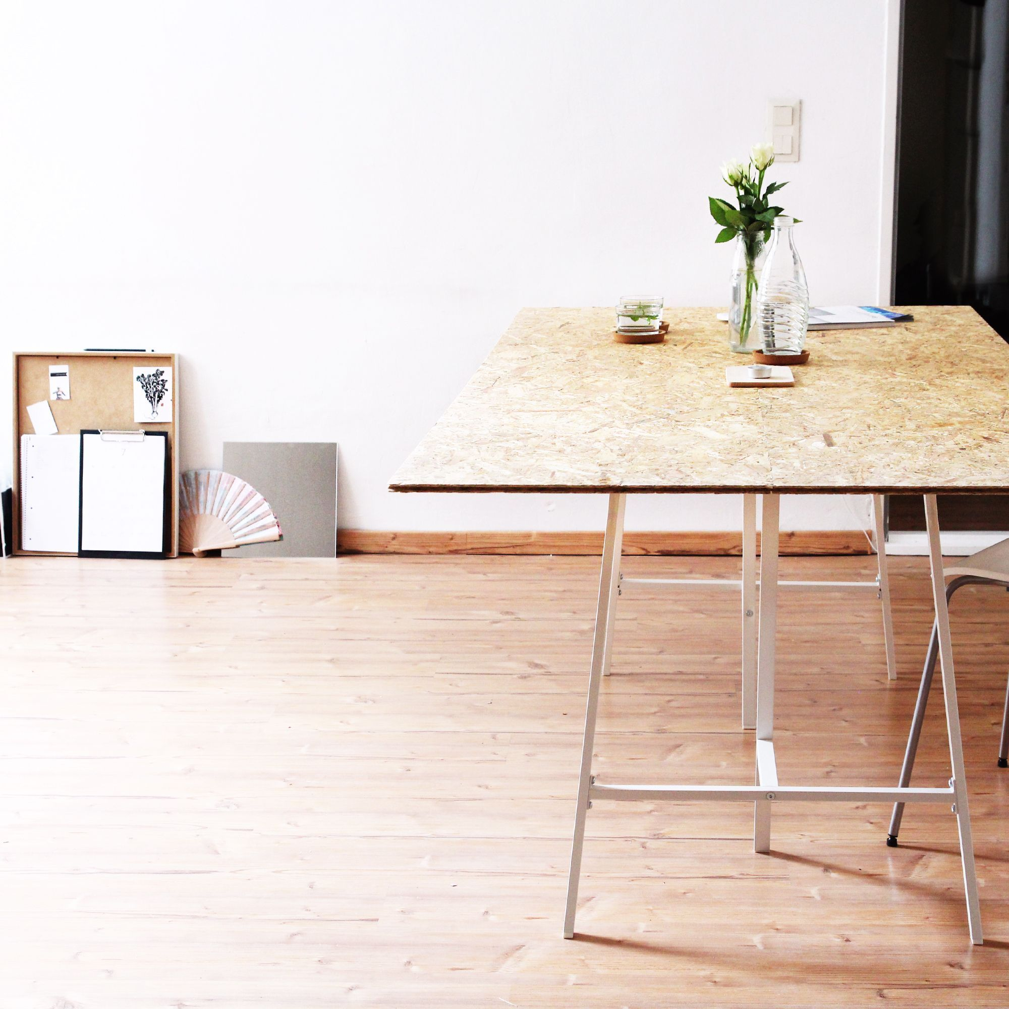 Jenny Mustard Minimalist Home Decor Diy Table #Minimalistdecorinteriordesign