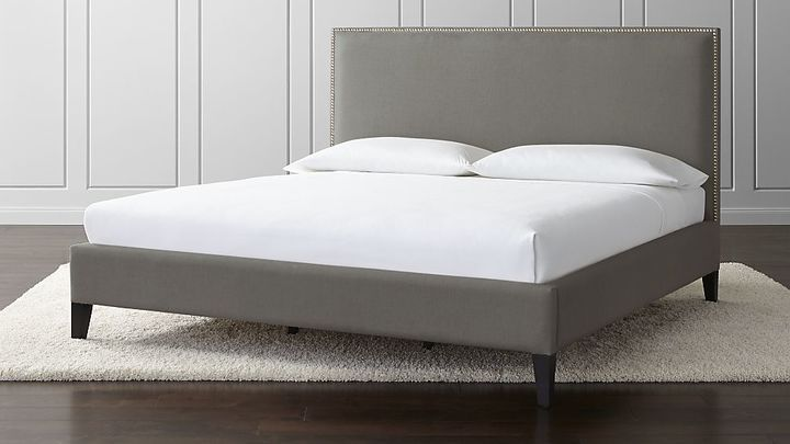 Crate & Barrel Cole California King Upholstered Bed | Decoración