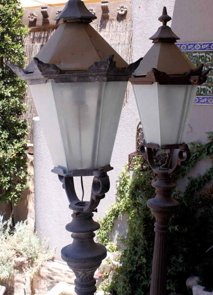 מנורה דמוי פנס רחוב
