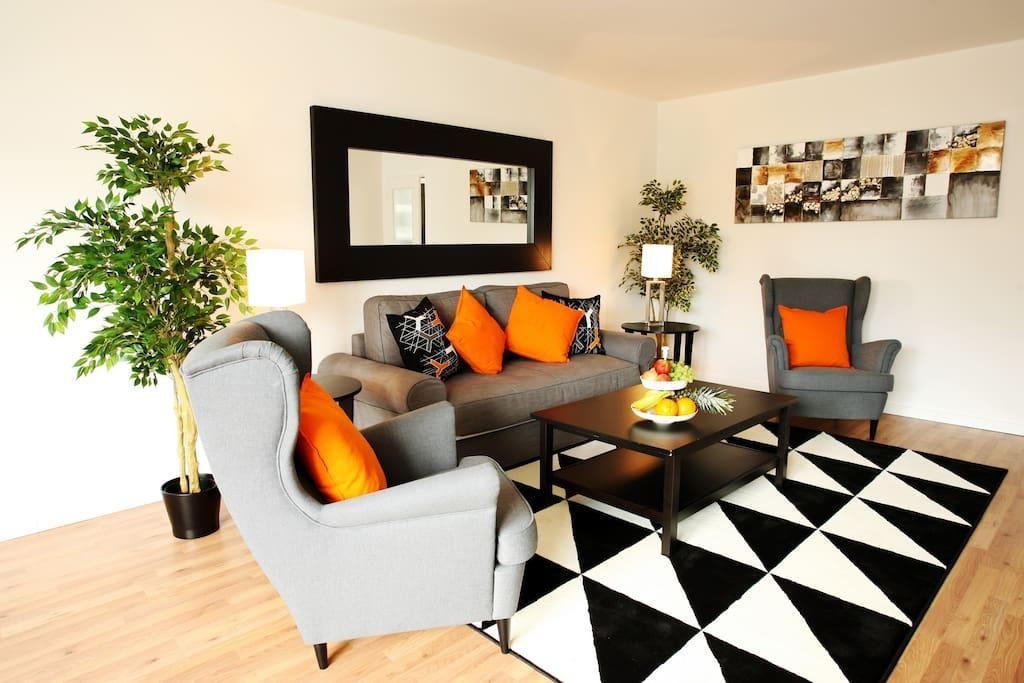 Pop-Art Einrichtung für das Wohnzimmer? Warum denn nicht! Orange und ...