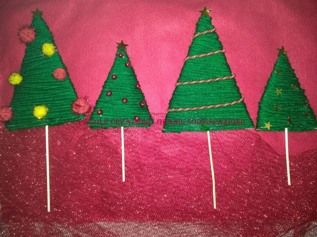 Alberelli Di Natale.Alberelli Di Triangoli Di Cartone E Lana Ornamenti Natalizi Natale Fai Da Te Ornamento Di Natale