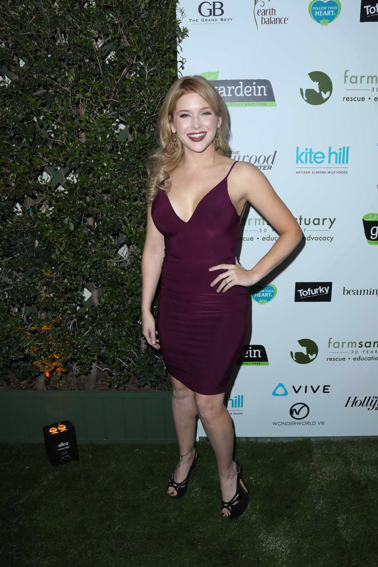 Renee Olstead Gorgeous Actress And Jazz Singer At The Farm Sanctuary S 30th Gala At The Beverly Wilshire Hotel On November 12 2016 In Beverly Hills Californ En 2020